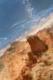 Rotsachtige kust en overzees royalty-vrije stock afbeelding