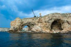 Rotsachtige kust overzeese mening van het overzees royalty-vrije stock afbeeldingen