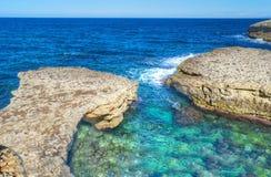 Rotsachtige kust in Porto Torres, stock foto's
