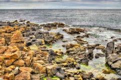 Rotsachtige kust in Portstewart Stock Fotografie