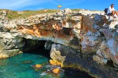 Rotsachtige kust Tyulenovo Bulgarije royalty-vrije stock foto's