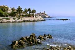 Rotsachtige kust van Antibes in Frankrijk Stock Foto's