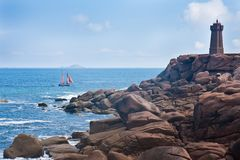 Rotsachtige kust van Bretagne, Frankrijk Stock Foto's