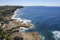 Rotsachtige kust van het Nationale Park van Booderee NSW australië Stock Foto's