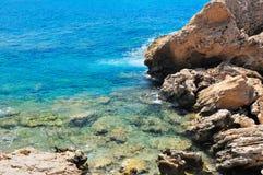 Rotsachtige kust van overzees Royalty-vrije Stock Foto