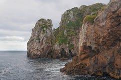 Rotsachtige kust van Slechte Ridderseilanden royalty-vrije stock fotografie