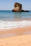 Rotsachtige kustlijn Stock Afbeelding