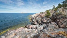 Rotsachtige kustlijn bij de Oostzee Royalty-vrije Stock Afbeelding