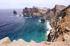 Rotsachtige kustlijn dichtbij aan Ponta DE sao Lourenco, het eiland van Madera, Portugal Royalty-vrije Stock Afbeelding