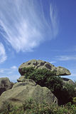 Rotsachtige kustlijn dichtbij Ploumanach, Bretagne, Frankrijk Stock Afbeeldingen