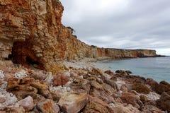Rotsachtige kustlijn in Portugal royalty-vrije stock fotografie
