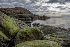Rotsachtige kustlijn Suomenlinna royalty-vrije stock afbeelding