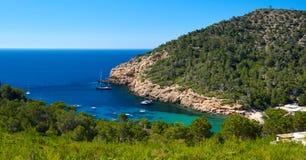 Rotsachtige kustlijn van Benirras in Ibiza-Eiland Royalty-vrije Stock Foto's