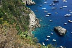 Rotsachtige Kustlijn van Capri stock foto