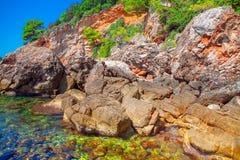 Rotsachtige kuststreek stock afbeelding