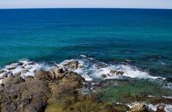 Rotsachtige oceaan Royalty-vrije Stock Foto's