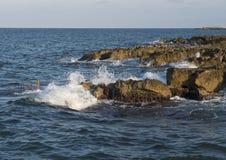 Rotsachtige oever van Adriatische Overzees in Borgo Ignazio Resort, Savelletri Di Fasano royalty-vrije stock foto's