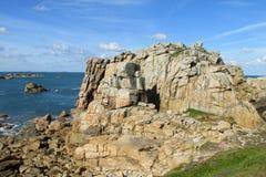 Rotsachtige overzeese kust in het noorden van Frankrijk Royalty-vrije Stock Foto's