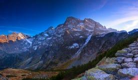 Rotsachtige pieken in de Hoge Tatra-bergen in Polen, Karpatische waaier. Royalty-vrije Stock Afbeeldingen