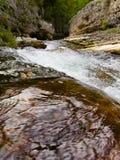 Rotsachtige rivierkloof Stock Foto's