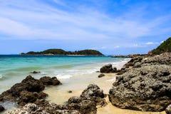 Rotsachtige stranden van Larn-eiland Royalty-vrije Stock Foto's