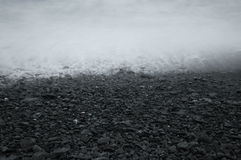 Rotsachtige strandkust Royalty-vrije Stock Fotografie