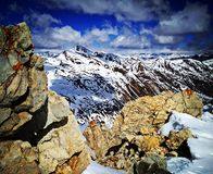 Rotsachtige top in Alpen royalty-vrije stock afbeeldingen
