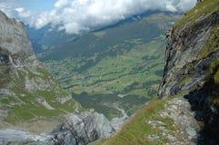 Rotsachtige vallei nabijgelegen Grindelwald in Zwitserland Stock Fotografie