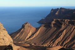 Rotsachtige vulkanische kustlijn van het Eiland van St.Helena royalty-vrije stock foto
