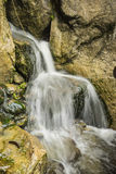 Rotsachtige waterval Stock Afbeeldingen