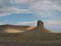 Rotsachtige woestijn langs weg Stock Fotografie
