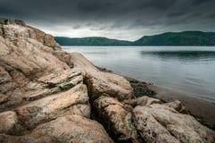 Rotsen bij de kust stock fotografie