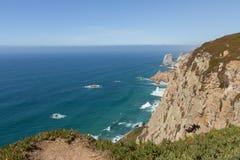 Rotsen bij Kaap Roca in Portugal, dichtbij aan Cascais royalty-vrije stock foto's