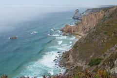 Rotsen bij Kaap Roca in Portugal, dichtbij aan Cascais stock afbeelding