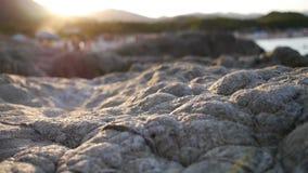 Rotsen bij zonsondergang stock footage
