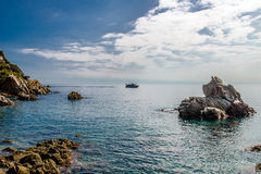 Rotsen in de baai dichtbij Lloret de Mar Royalty-vrije Stock Afbeelding