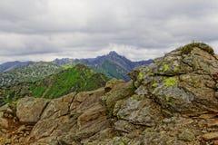Rotsen in de bergen Stock Fotografie
