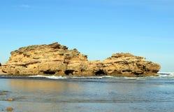 Rotsen in de oceaan royalty-vrije stock afbeelding