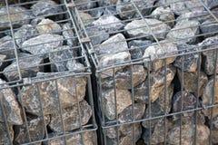 Rotsen in een metaalkooi Royalty-vrije Stock Foto's