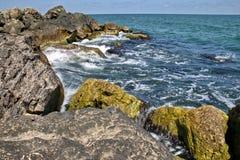 Rotsen en golven 2 Stock Foto