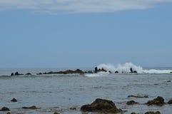 Rotsen en golven in de Canarische Eilanden van Tenerife Stock Afbeeldingen