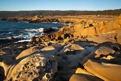 Rotsen en Oceaan royalty-vrije stock afbeeldingen