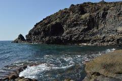 Rotsen en overzees in de Canarische Eilanden van Tenerife Royalty-vrije Stock Foto's