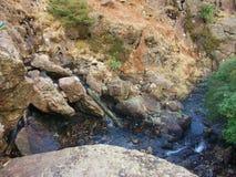 Rotsen en stroom, Langdale, Cumbria, Engeland royalty-vrije stock afbeelding