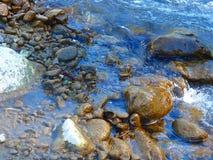 Rotsen en water Royalty-vrije Stock Fotografie