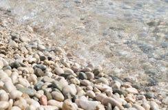 Rotsen en zeewater dichte omhooggaand Royalty-vrije Stock Foto's