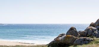 Rotsen in het strand Royalty-vrije Stock Foto's