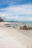Rotsen in het strand Stock Afbeelding