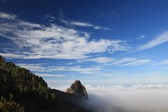 Rotsen int. de wolken Stock Foto's