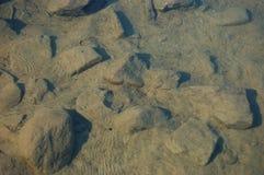 Rotsen op de Bodem van Hartmeer Royalty-vrije Stock Foto